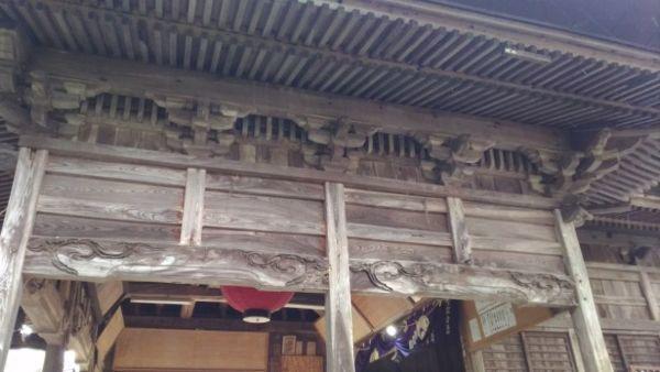 蚊里田八幡宮拝殿の側面