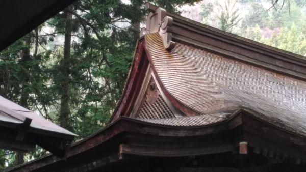 葛山落合神社本殿の破風