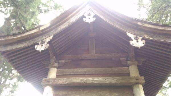 葛山落合神社本殿の背面