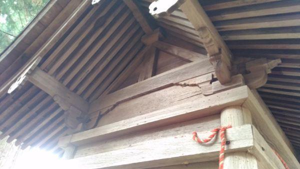 諏訪社の背面妻壁