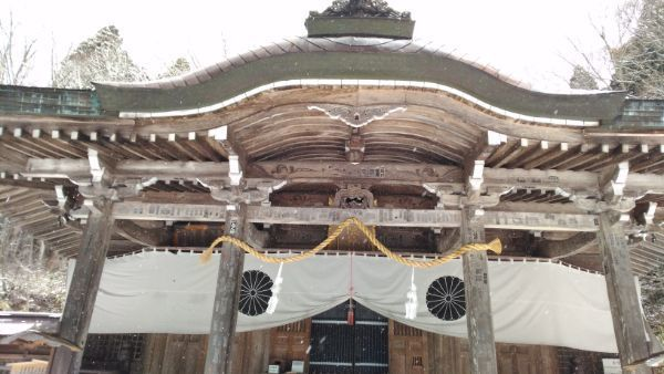中社社殿の向拝