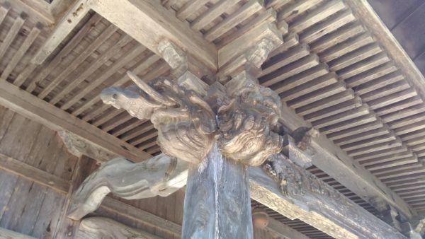 布制神社拝殿の向拝柱