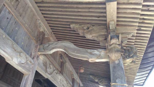 布制神社拝殿の海老虹梁