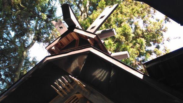 布制神社本殿の大棟