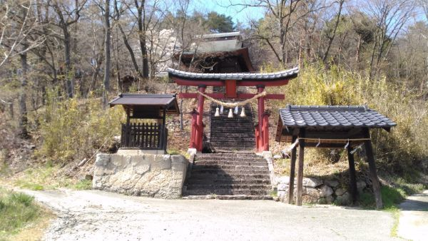 布制神社の境内入口