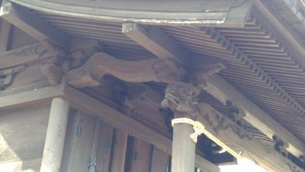 布制神社本殿の海老虹梁