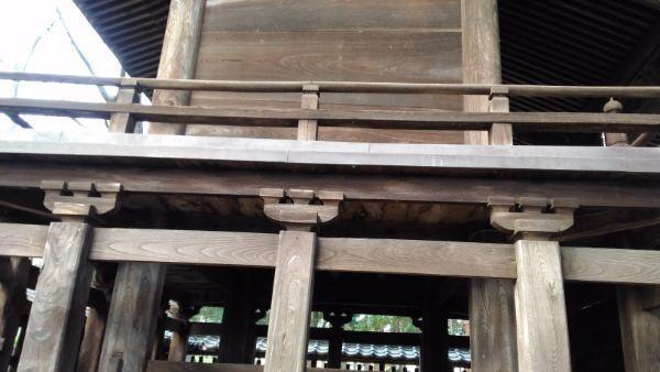 治田神社本殿の縁側