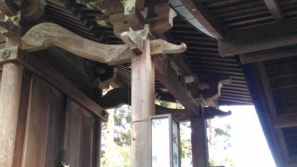 治田神社本殿の向拝