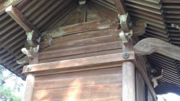 治田神社本殿の壁面