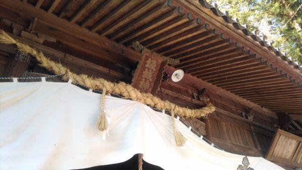 坂城神社拝殿の軒下