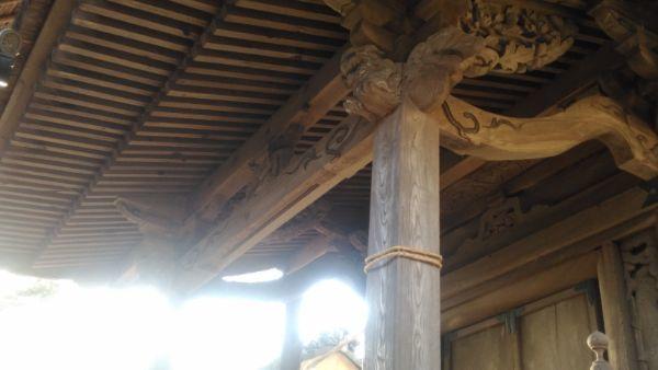 白山比咩神社本殿の向拝