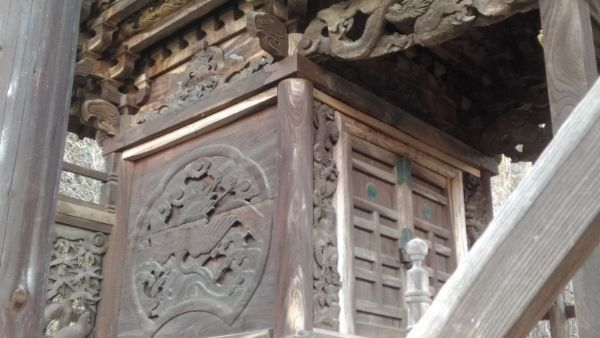 東條健代神社本殿の母屋左正面