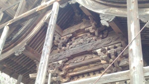 東條健代神社本殿の妻壁