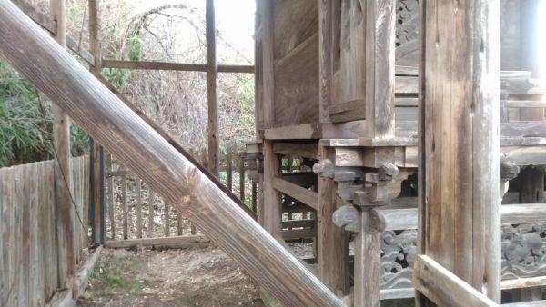 東條健代神社本殿の背面