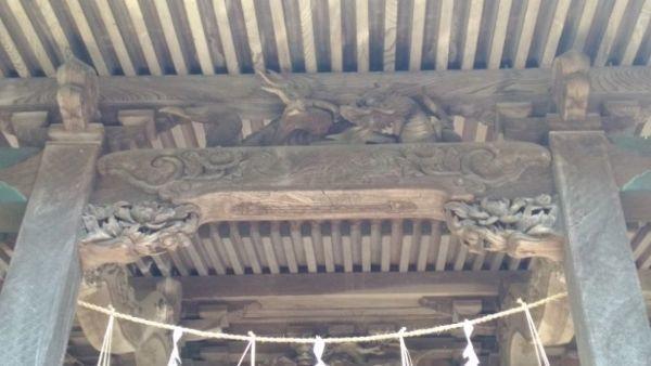 天津神社本殿の虹梁