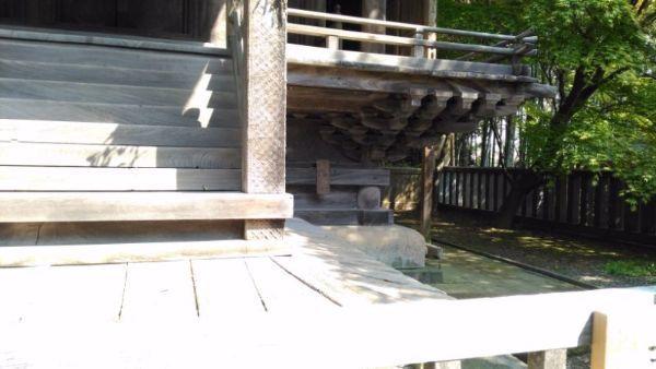 天津神社本殿の浜床