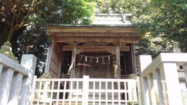 奴奈川神社本殿
