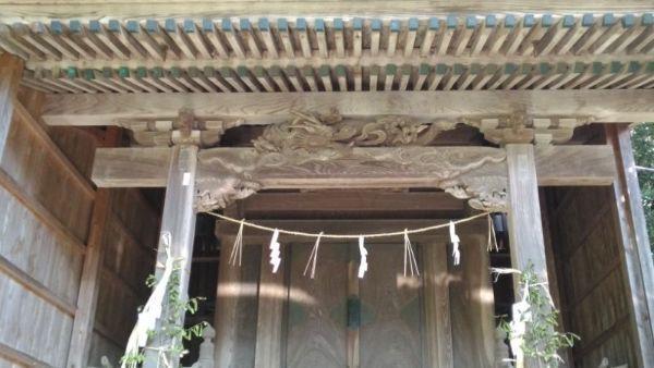 奴奈川神社本殿の虹梁