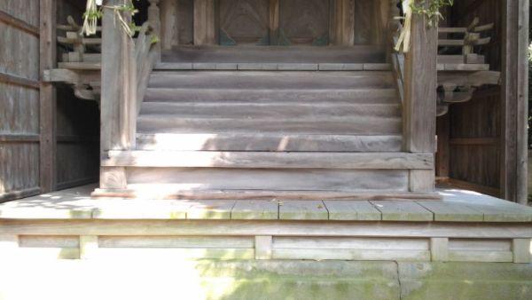 奴奈川神社本殿の浜床