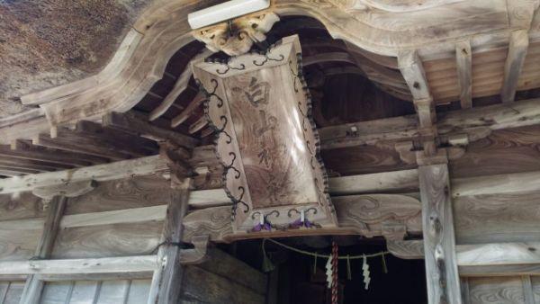 拝殿の軒下