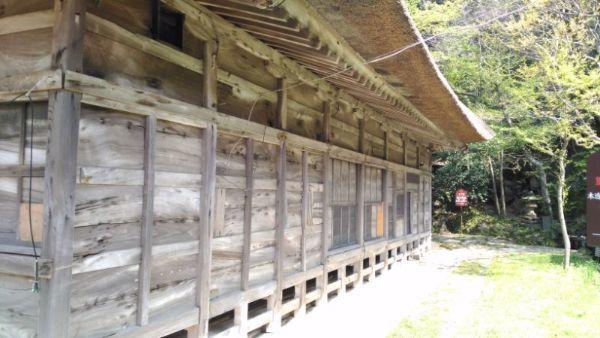 拝殿の側面