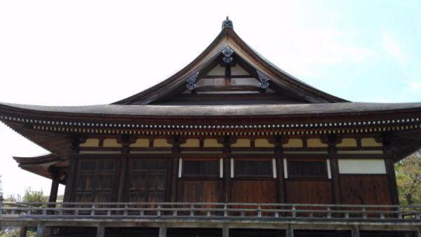 本堂の側面