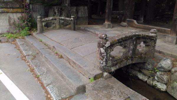 大井俣窪八幡神社の石橋