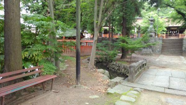 大井俣窪八幡神社の境内