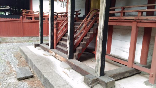 若宮八幡神社本殿の木階