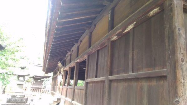 窪八幡神社拝殿の軒下