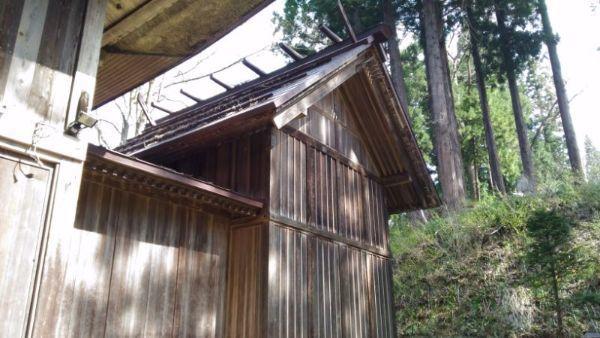 湯沢神社本殿覆い