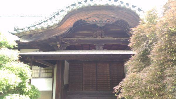 本堂の玄関