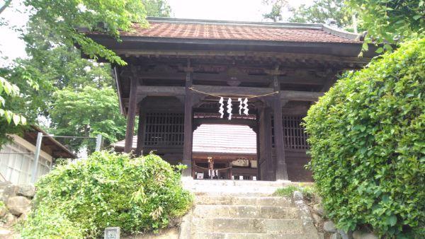 中牧神社随神門