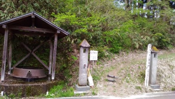 松苧神社入口
