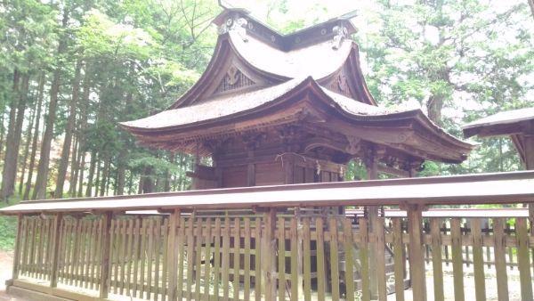 金井加里神社本殿