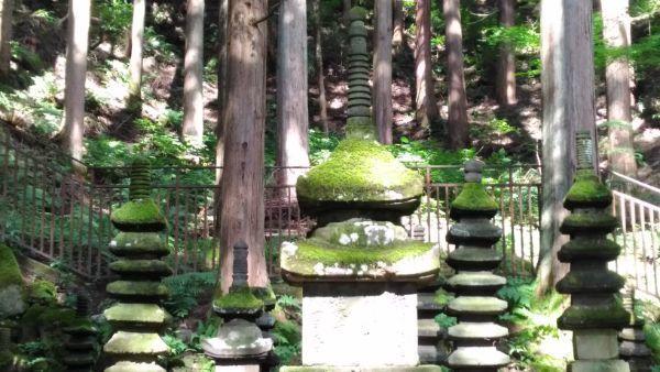 常楽寺石造多宝塔