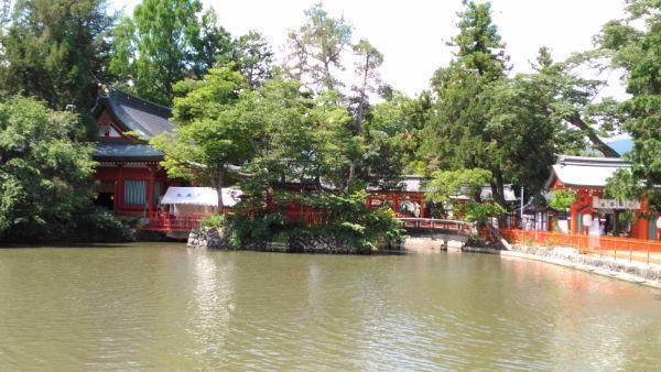 生島足島神社遠景