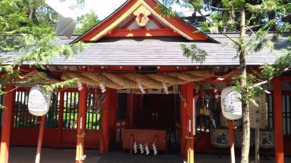 諏訪社の門