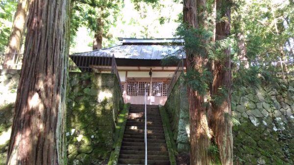手塚八幡社拝殿