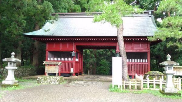 出羽三山神社随神門