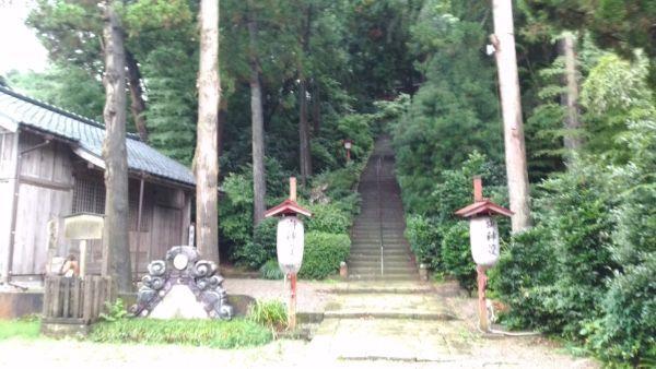 西奈弥羽黒神社参道
