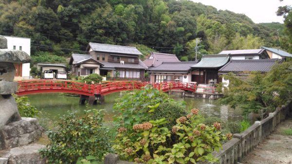 弁天道と放生池