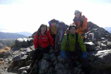 写真2塩見岳山頂にて