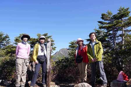 写真3塩見岳をバックに本谷山