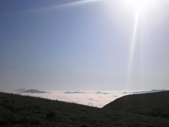 090607kyusyu8海原の彼方に由布の双耳峰