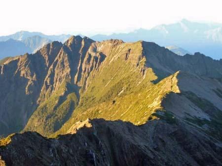 山頂から見た玉山北峰