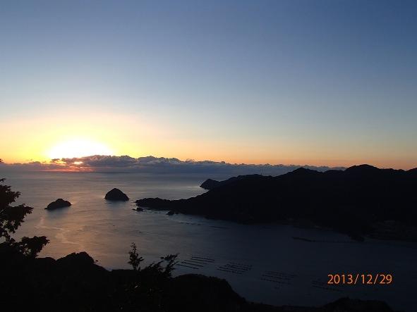 131226-140102kumanokodo3 天狗倉山より朝焼ける紀州灘