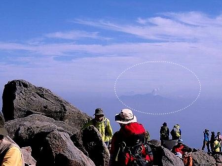 噴煙を上げる御嶽2