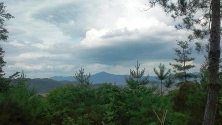 110702trail1頂上展望台から東山方面