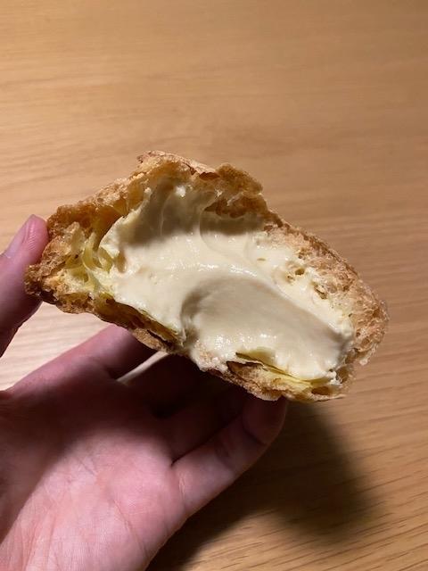 フルーツケーキファクトリーのシュークリーム